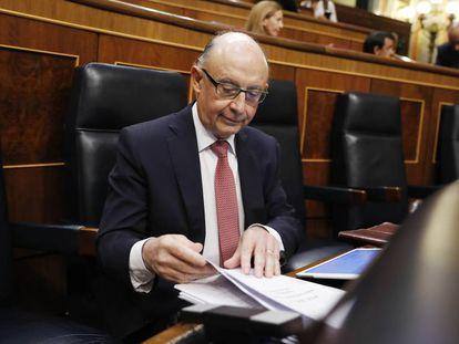 Cristóbal Montoro, ministro de Hacienda, en el Congreso-