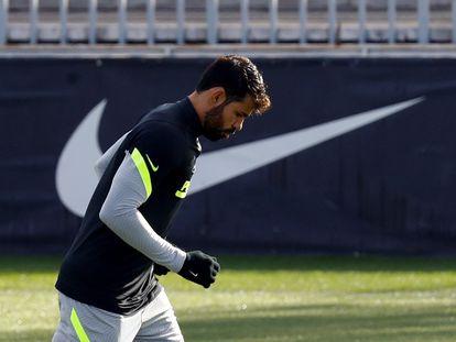Diego Costa, durante el entrenamiento del  Atlético, el último martes, en la Ciudad Deportiva Wanda de Majadahonda (Madrid). / Ballesteros (EFE)