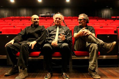 De izquierda a derecha, Joan Miquel Oliver, Sisa y Quimi Portet en una imagen de la gira.