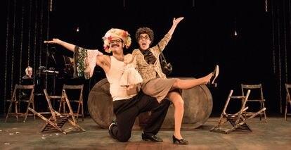 Jorge Usón y Carmen Barrantes, en 'Con lo bien que estábamos (Ferretería Esteban).