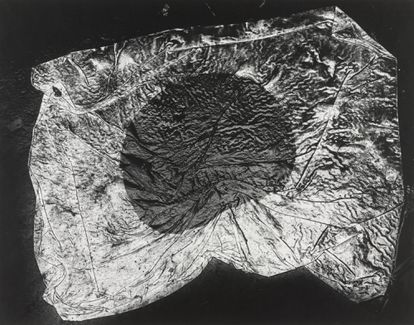 Imagen del fotolibro 'The Map', de Kikuji Kawada, con textos de Kenzaburo Oe.