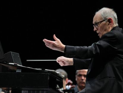 El compositor y director de orquesta italiano Ennio Morricone, en el WiZink Center de Madrid, en mayo pasado.