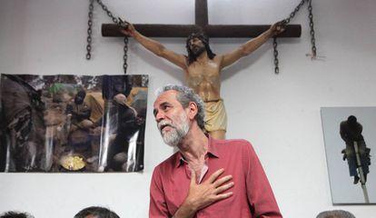 Willy Toledo, en la parroquia San Carlos Borromeo, en Madrid.