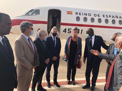 El ministro del Interior, Fernando Grande-Marlaska, a su llegada a Nuakchot (Mauritania).