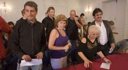De izquierda a derecha, Matute, Idoia Elastui, María Luisa Margade y Urizar, ayer en San Sebastián.