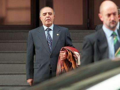 El general Enrique Rodríguez Galindo a la salida del juicio por el 'caso Lasa-Zabala' en la Audiencia Nacional, en diciembre de 1999.