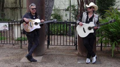 Carlos Segarra (derecha) Y Miguel Ángel Escorcia, protagonistas del espectáculo Rock'nRoll Heroes.