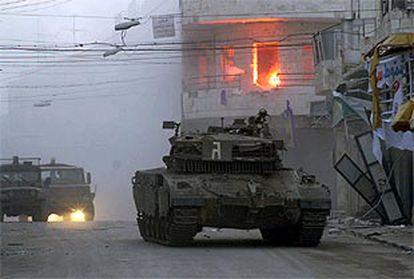 Un tanque israelí entra en la ciudad cisjordana de Nablús.