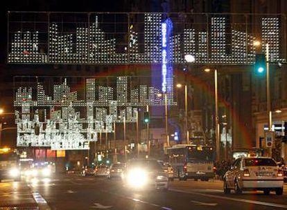 Pruebas de la iluminación navideña en la Gran Vía, la semana pasada.