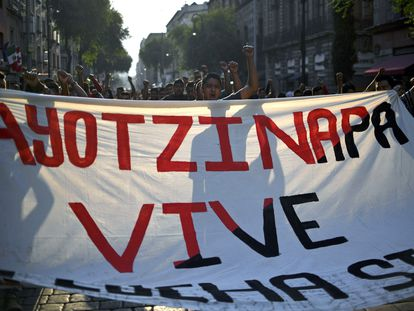 Una manifestación por los estudiantes de Ayotzinapa, organizada en Ciudad de México en 2018.