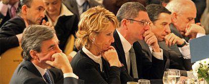 Ángel Acebes, Esperanza Aguirre, Alberto Ruiz-Gallardón y eduardo Zaplana escuchan un discurso de Mariano Rajoy el pasado diciembre.