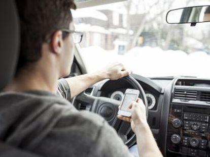 Éstos son los efectos que causan las distracciones al volante. La última campaña de la DGT incide en el peligro del móvil