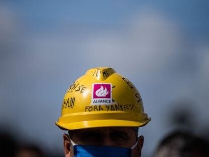 Concentracion de trabajadore de Alcoa en uno de los accesos a la fábrica de aluminio primario en septiembre