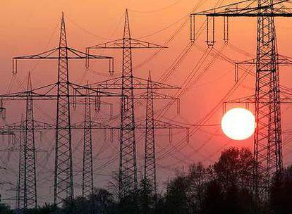 La Abogacía del Estado cree que las empresas eléctricas deben devolver los Costes de Transición a la Competencia (CTC) concedidos por el Gobierno en 1998.