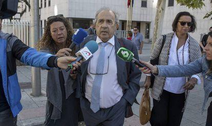 Enrique Álvarez Conde, exdirector del Instituto de Derecho Público de la URJC, sale el pasado septiembre de los juzgados de Plaza de Castilla (Madrid).