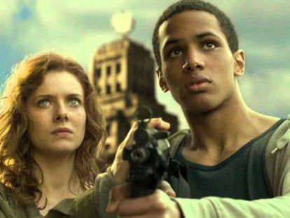 Rachel Hurd-Wood e Ibrahim Mané, en 'Segundo origen'.