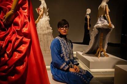 Rada Abkar, fotógrafa y diseñadora, en una muestra de su obra en marzo de 2020, antes de la ofensiva talibán.