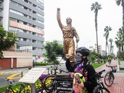 Mariela Meza es feminista y activista del ciclismo en Lima, Perú. Se mueve constantemente en el vehículo a pesar del acoso y de la falta de ciclovías en la ciudad.