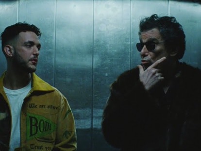 C. Tangana y Andrés Calamaro, en un montacargas, en el vídeo de 'Hong Kong'.