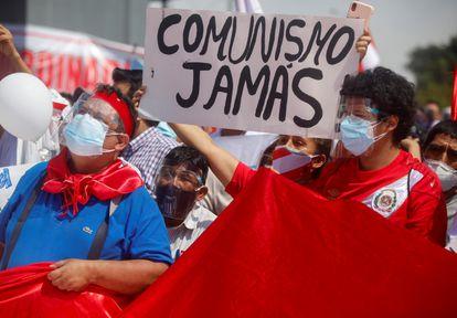 Participants in the act organized this Saturday in Lima by Rafael López Aliaga against Pedro Castillo.