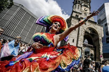 Desfile del Orgullo Gay en Berlín (Alemania) el pasado sábado. La homosexualidad es una de las etiquetas que Facebook permite usar a sus anunciantes en la plataforma.