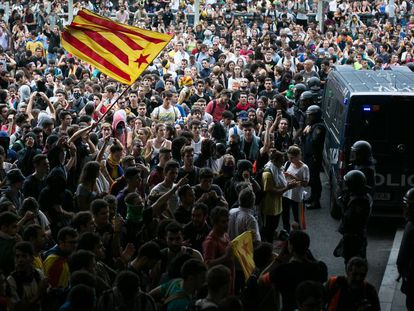Manifestantes en el aeropuerto de Barcelona.