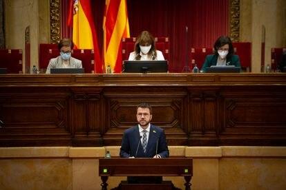 El 'president' en funciones, Pere Aragonès, interviene durante la sesión de control al Govern en el Parlament, este jueves.