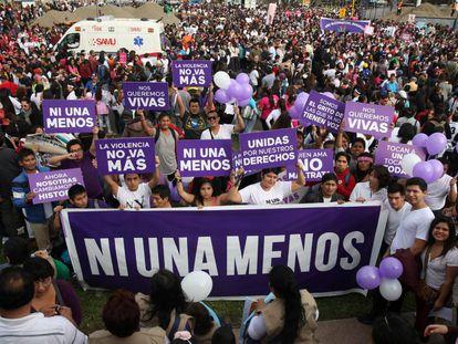 Miles de manifestantes contra la violencia de género en Lima el 13 de agosto.