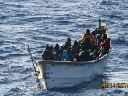 El bote de Mody Cissoko antes de ser rescatado el pasado 26 de noviembre.