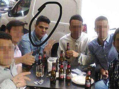 Alberto Sánchez, el parricida confeso, en una fotografía cedida por un amigo. En vídeo, la narración del suceso.