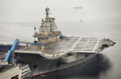 El 'Liaoning', arrimado al puerto de Dalian, en China, en 2012.