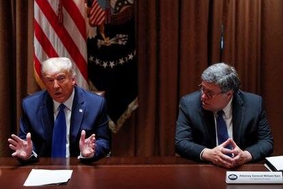 El presidente saliente de Estados Unidos, Donald Trump, junto al fiscal William Barr, en septiembre pasado.