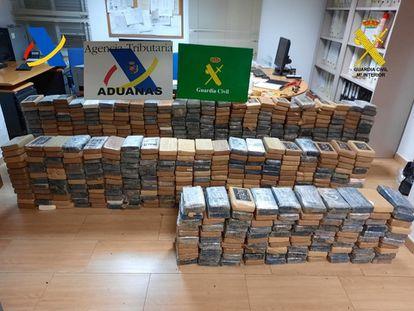 El alijo de cocaína en una imagen de la Guardia Civil.