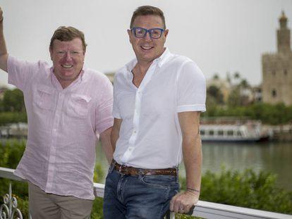 César (izquierda) y Jorge Cadaval, 'Los Morancos' la semana pasada en Sevilla.