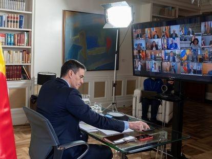 El presidente del Gobierno, Pedro Sánchez, durante la videoconferencia con los presidentes autonómicos, el pasado marzo.