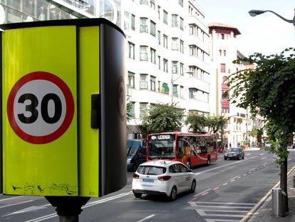 La calle Alameda de Rekalde, en Bilbao, limitada a 30 kilómetros por hora.