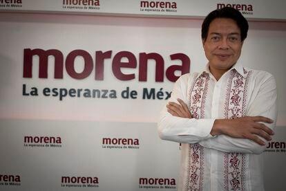 Mario Delgado, presidente MORENA, posa después de la entrevista