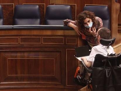 María Jesús Montero y Pablo Echenique durante el debate de las enmiendas a la totalidad de los Presupuestos.