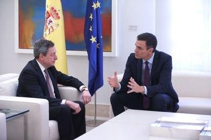El presidente del Gobierno, Pedro Sánchez, en una reunión en La Moncloa con Mario Draghi en febrero de 2019.