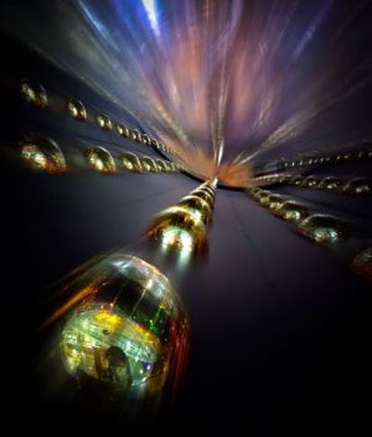 Los detectores de Daya Bay, en China, están formados por fotomultiplicadores que captan las leves trazas de neutrinos.