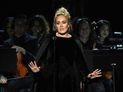 La cantante, que homenajeaba a George Michael, acabó la actuación llorando y contrariada