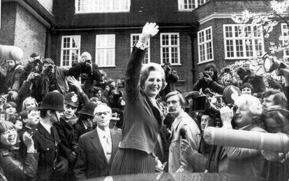 Margaret Thatcher, en la puerta de su casa en 1979.