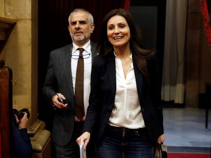 Los líderes de Ciudadanos, Lorena Roldán y Carlos Carrizosa, en el Parlament, en una imagen de archivo.