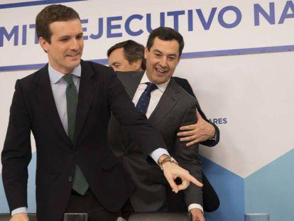 FOTO: Pablo Casado, líder del PP, preside la reunión del comité ejecutivo nacional junto a Juan Manuel Moreno, este lunes. / VÍDEO: Declaraciones de Pablo Casado.