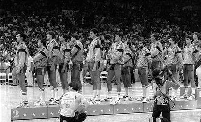 The Spanish team won the silver medal at the 1984 Los Angeles Olympics after being defeated in the final against the United States by 65 to 96. Despite the defeat, it continues to be one of the great milestones of Spanish basketball in games in which Russia, one of the great world powers, did not participate.