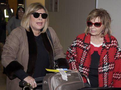 Terelu y, a la derecha, María Teresa Campos, a su llegada a Madrid el pasado jueves tras su viaje por Estados Unidos.