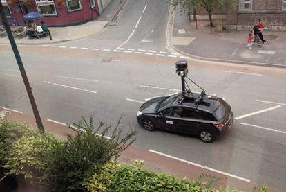 Un coche de Street View equipado con radares y sensores.