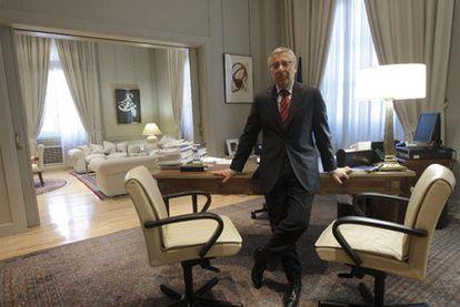 El ministro José Blanco, en su despacho oficial del Ministerio de Fomento.