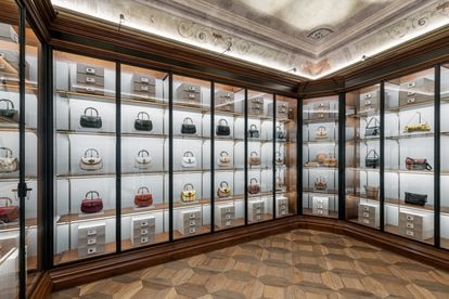 Bolsos catalogados en los archivos de Gucci en Florencia.