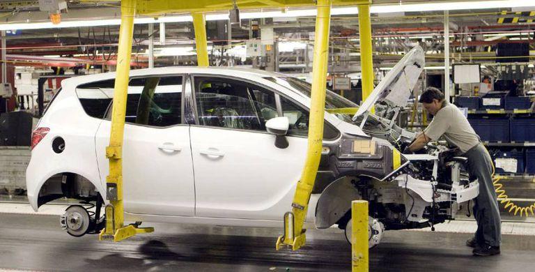 En la imagen, cadena de montaje de una fábrica de automoción.
